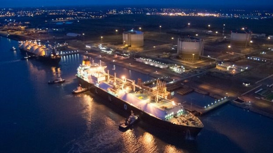 Elengy's Montoir terminal at St Nazaire is able to transship cargoes between LNG carriers without th