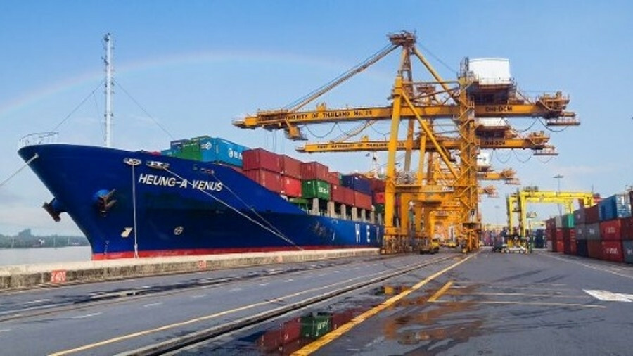 Sinokor is merging its shipping operations with Heung-A Shipping, boosting their position in the fee