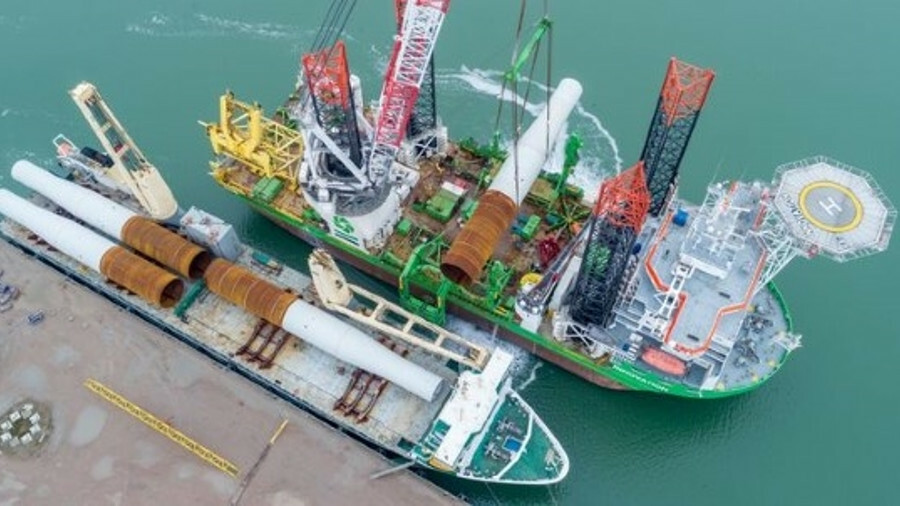 SAL Heavy Lift's vessel Svenja, offloading monopoles to an installation vessel. Heavy lift operators