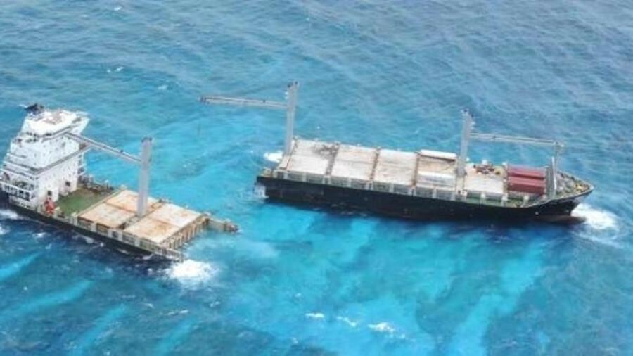 SSC vessel <i>Hua Ao</i> and <i>Kea Trader</i> on the Durrand Reef  in July 2018