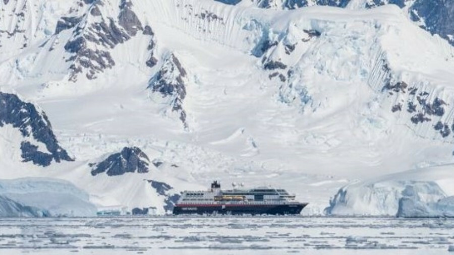 Polar tourism is booming as ice levels reduce (credit:Karsten Bidstrup/Hurtigruten)