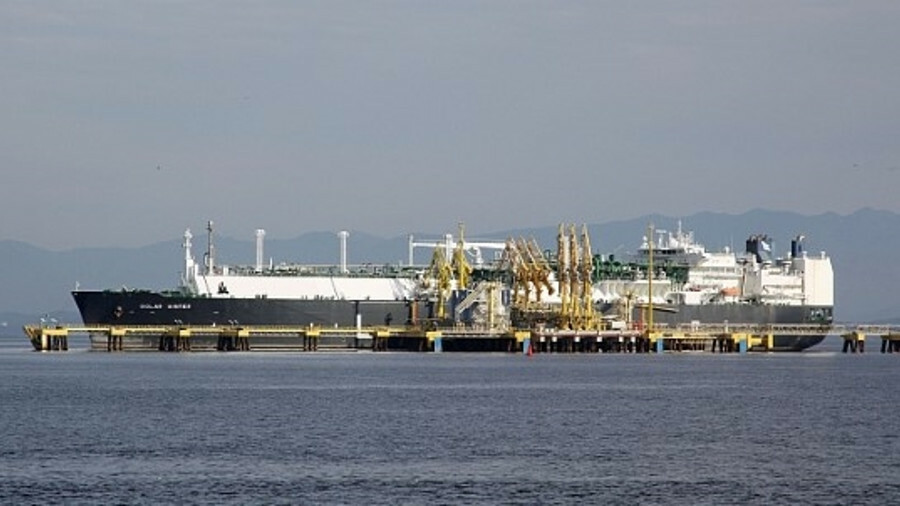 Golar Winter was previously converted for use as an FSRU by Keppel (credit: Halley Pacheco de Olivei