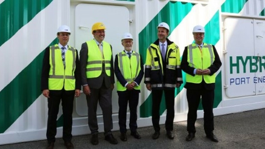 Presenting the Becker LNG PowerPac at HHLA terminal Burchardkai (from left): Christian Becker (Becke