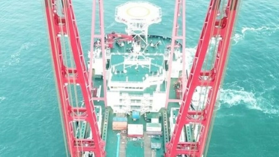 Gulliver has a lifting capacity of 4,000 tonnes, with a maximum lift height of 78.5 m above deck