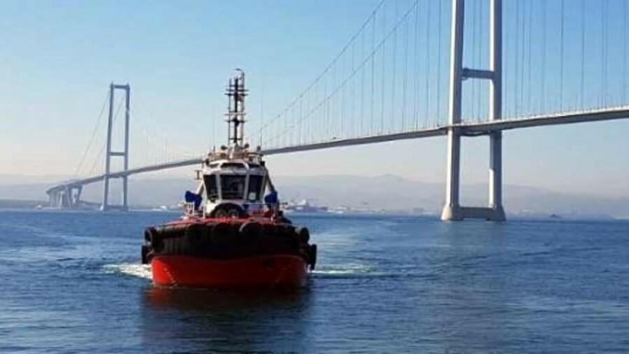 <i>Med XXIX</i> sails through the Bosphorus to join the Turkish fleet in Izmit