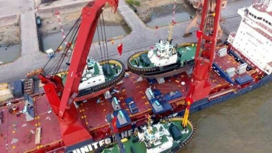 Damen unloads stock tugs transported from China to the Netherlands on Tasmanic Winter
