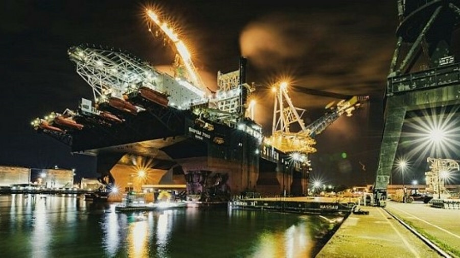 Saipem 7000 is the second-largest crane vessel after Heerema Marine Contractors' Thialf (credit: Dam