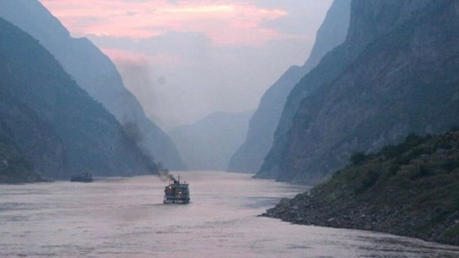 China is toughening up emissions controls in its inland waters. A polluting vessel plies the Yangtze