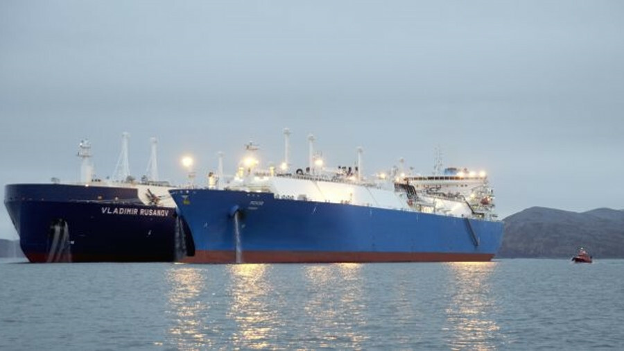 Pskov carrying out the ship-to-ship transfer (image courtesy SCF)