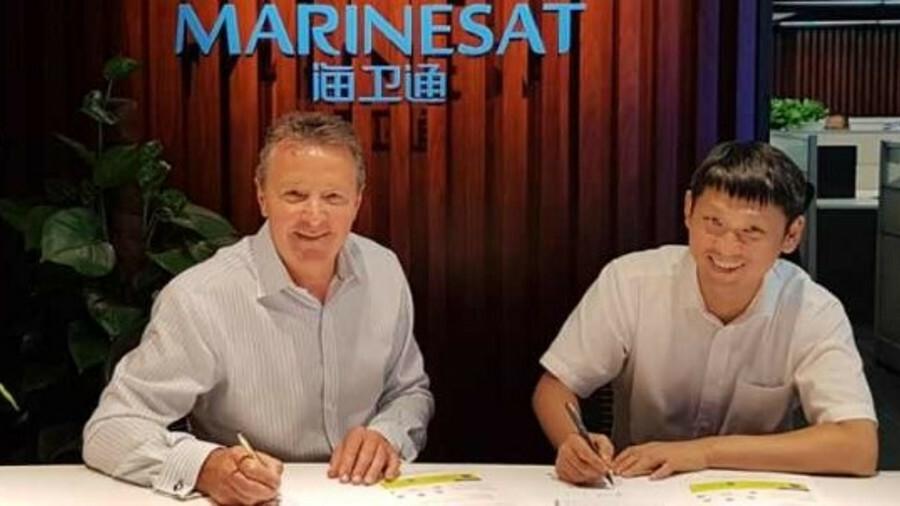 (l-r) Robert Kenworthy (GTMaritime) and Josh Suo (Marinesat) sign the strategic agreement