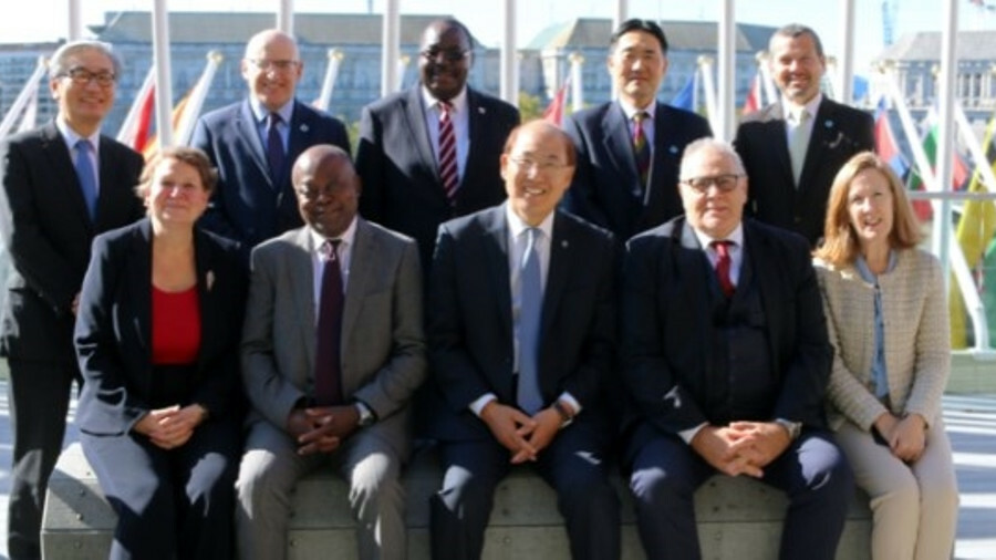 Kitack Lim, IMO secretary-general, bottom centre, with IMO directors