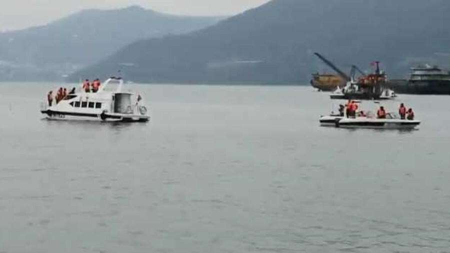 Chinese search and rescue operation around capsized cargo ship Yu Hong 998 in the Yangtze river