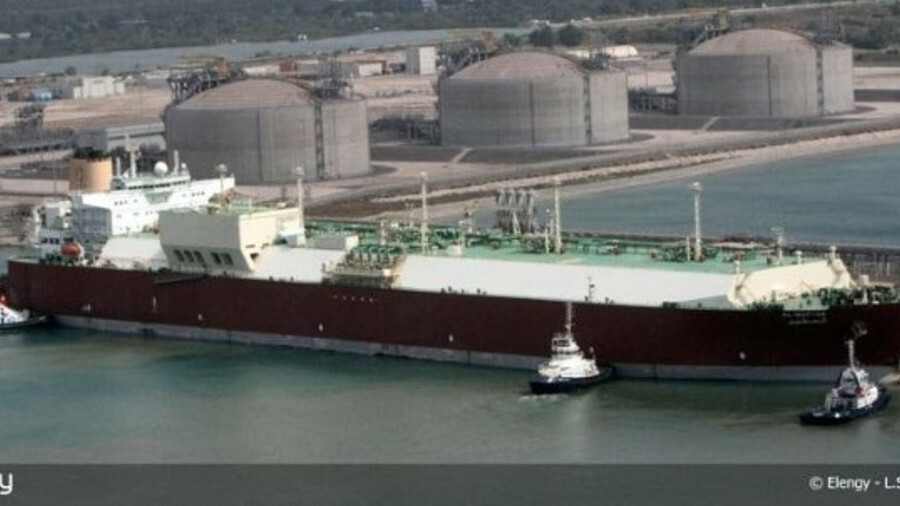 LNG tanker loading at the Fos Tonkin LNG terminal (Credit: Elengy)