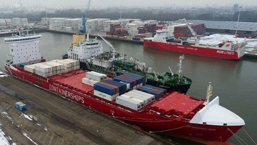 Containerships Nord was refuelled by Shell's LNG bunker vessel Cardissa in the Port of Rotterdam