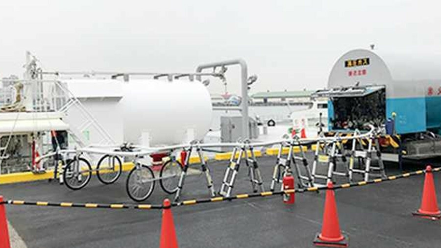 Tugboat <i>Ishin</i> receives its first LNG fuel in Sakai Senboku Port, Japan