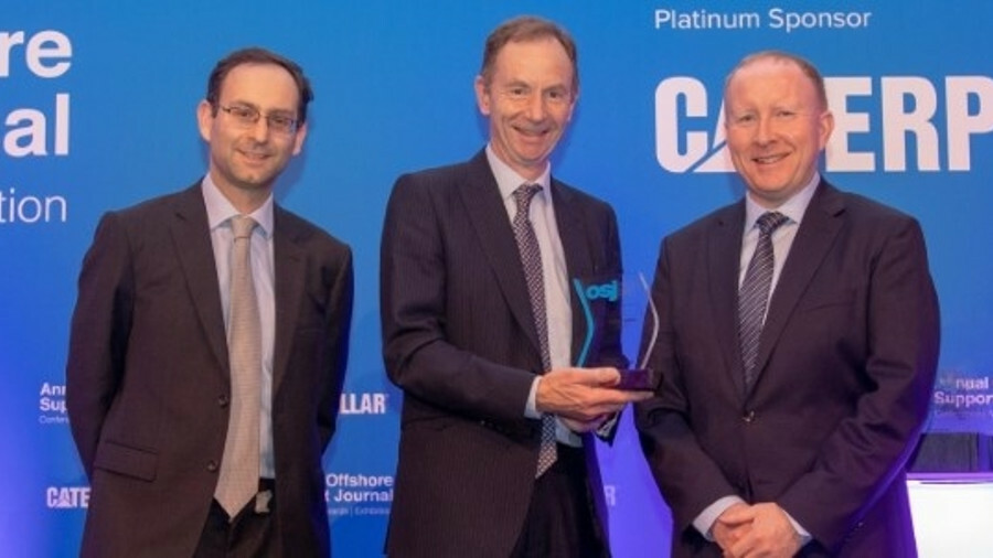 Stuart Smith (Subsea 7), centre, accepts the award from sponsor Vroon Offshore Services' Craig Harvi