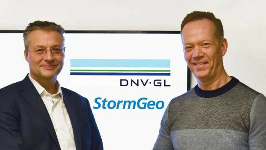 Trond Hodne (DNV GL) (left) and Per-Olof Schroeder (StormGeo) shake hands after the agreement was si