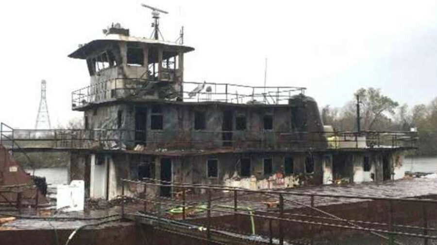 Fire in the engineroom destroyed towboat JW Herron in Alabama in December 2017