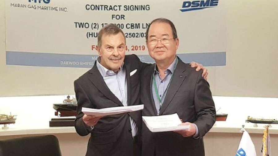 Angelicoussis Group chairman John Angelicoussis (left) and DSME president Jung Sung Lee at the contr
