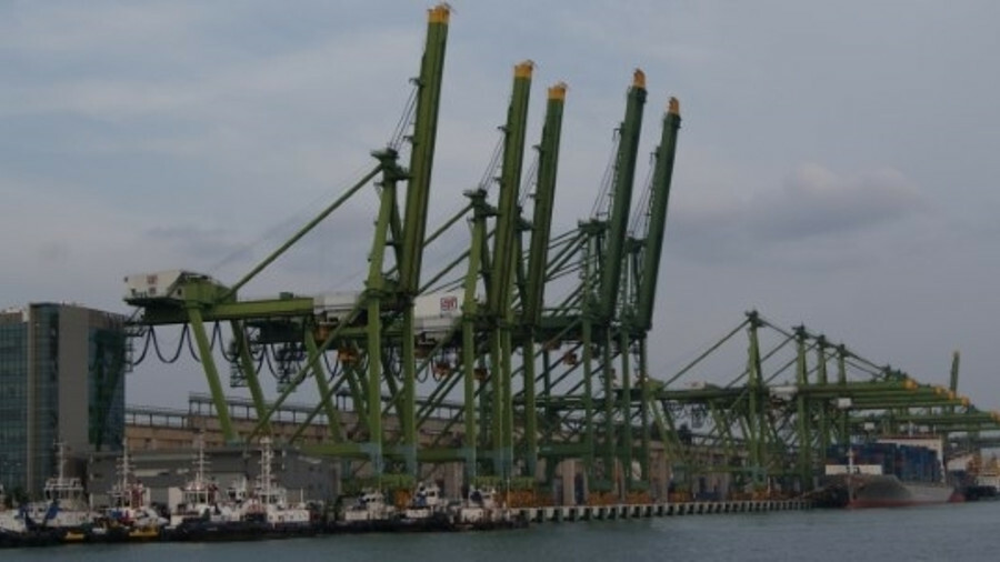 The two new additions will bring CPT's mega-vessel sized berths as Pasir Panjang Terminal to five (c