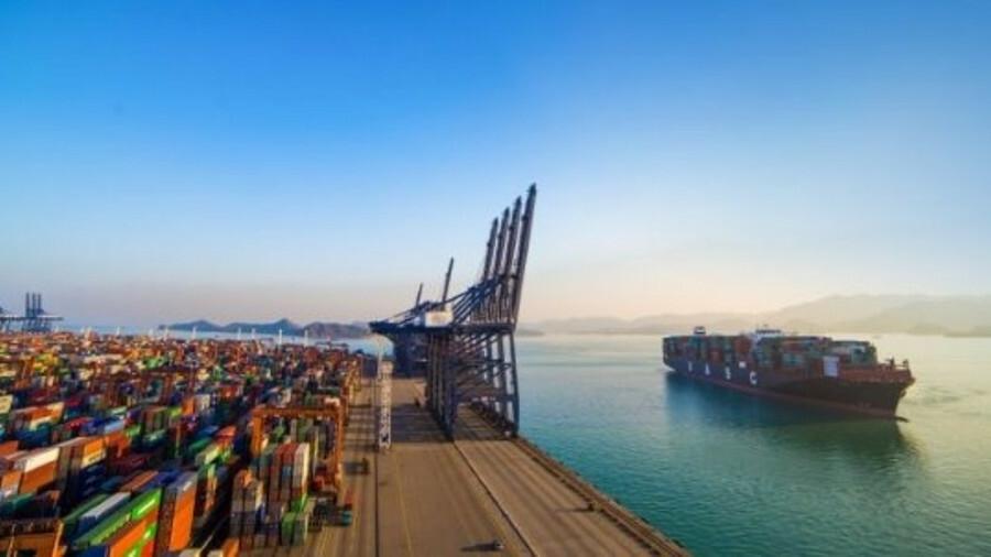 Hapag-Lloyd orders world's first LNG mega-box ship retrofit