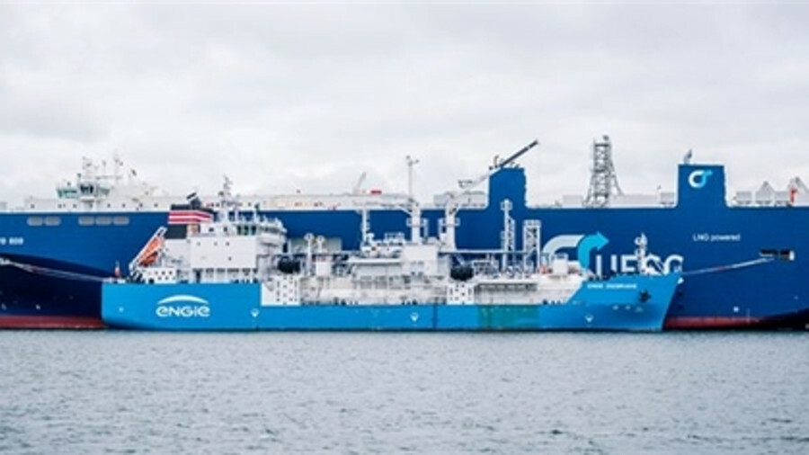 X The dual-fuel sister ships Auto Eco and Auto Energy were the first vessels bunkered by Engie Zeebr