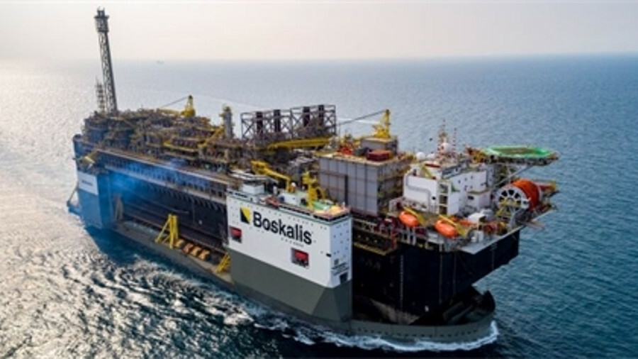 The semi-submersible heavy-lift vessel Boka Vanguard performed a record lift of the P-67 FPSO
