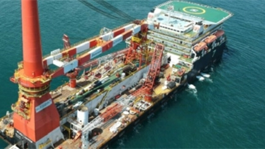Subsea 7's rigid pipelay heavy-lift vessel Seven Champion is operating in the Middle East Gulf