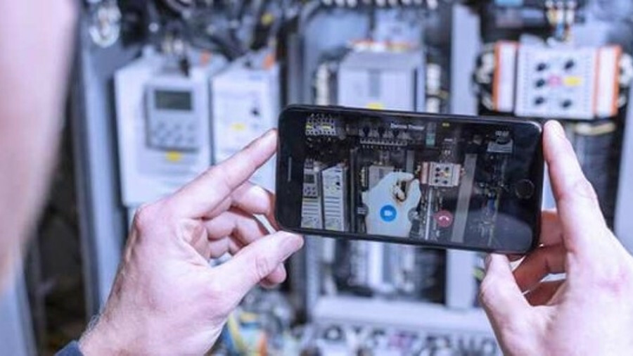 How AR can support satcoms terminal repairs
