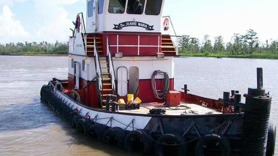 17-m, 640-kW lugger tug Dejeanne Maria before it struck a submerged hazard in Louisiana
