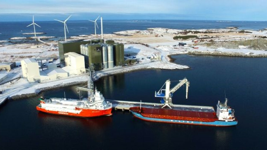 X An LNG bunkering station at Oksvoll, Norway supports the refuelling of LNG-powered fish farm feede