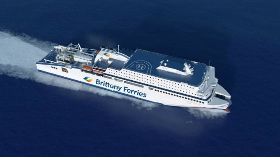 X Brittany Ferries' <i>Honfleur</i> hosts an innovative crane-driven LNG fuelling arrangement at its