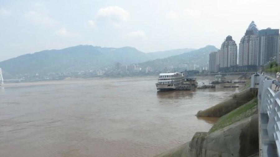 The silt laden Yangtze River (credit: WikiCommons)