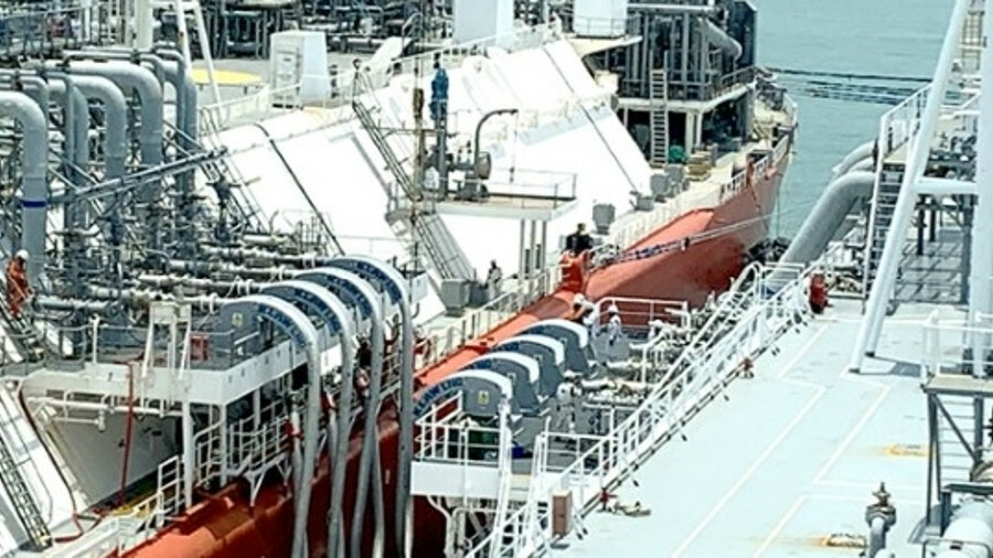 FSRU Summit LNG received 159,000 m3 from the LNG carrier Creole Spirit