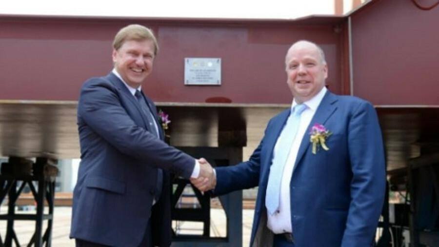 X Damen Shipyards Peter Anssems (right) congratulates Elenger chairman Ain Hanschmidt at LNGBV keel