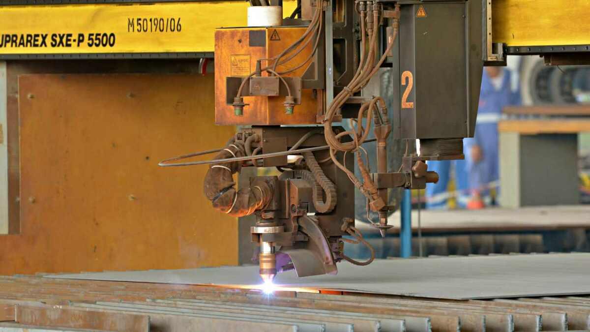 Drydocks World starts steel cutting on a new Tier III tug