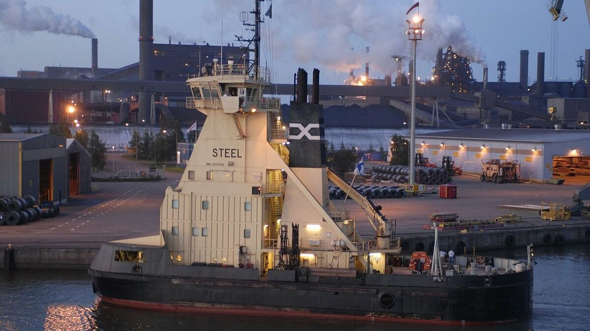 Port of Raahe steel works and vessel.jpg
