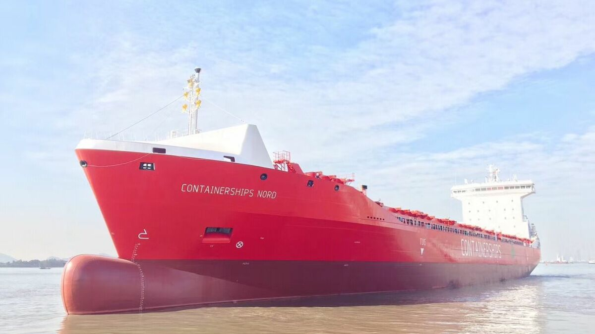 Containerships has performed its first simultaneous operations (SIMOPS) bunkering
