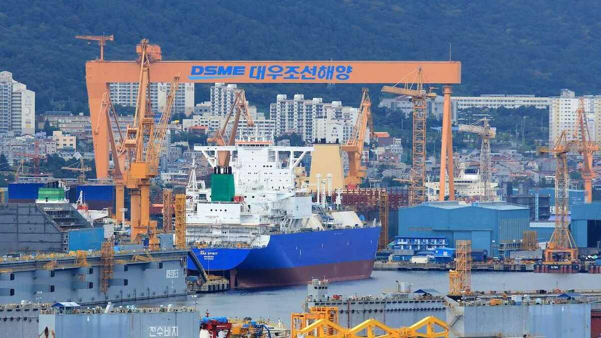 DSME shipyard will install smart ECDIS on new ships