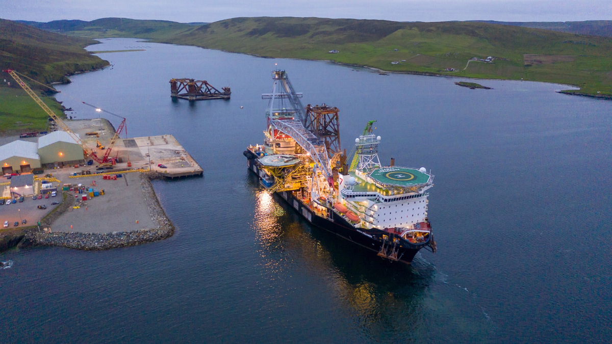 Cost-effective crane vessel used for North Sea decom project