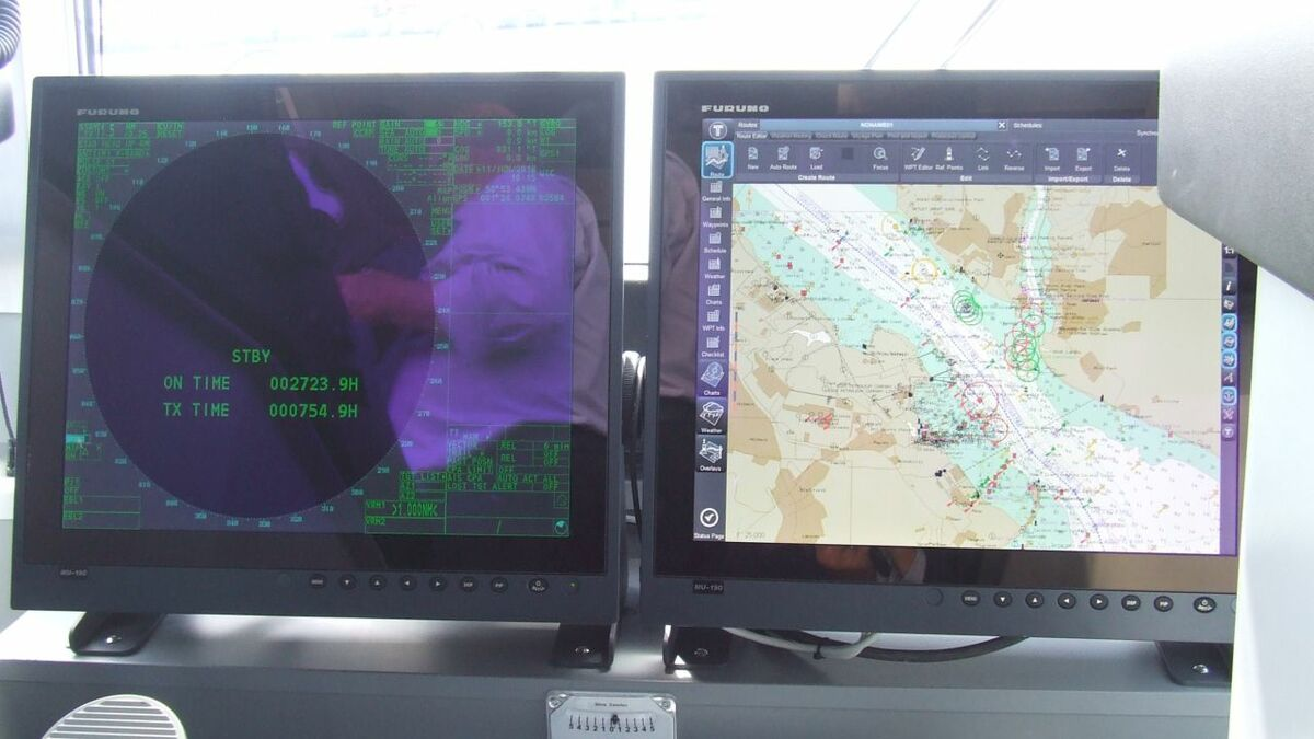 ECDIS and radar on a Damen tug