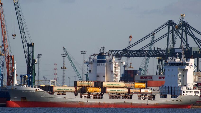 Smaller size and frequent port calls make feeder vessels good candidates for the study