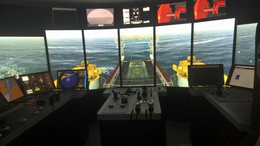 Simulators mimic aft bridge operations on an AHTS