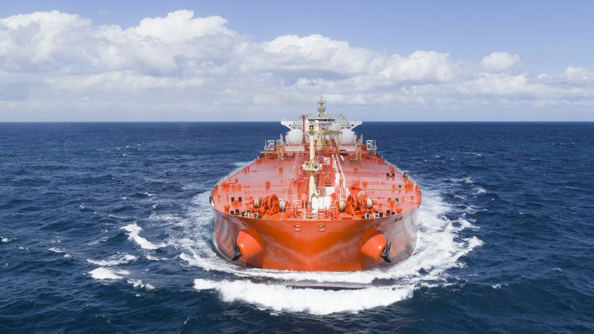 Oil major charters 10 LNG-powered Aframax tankers
