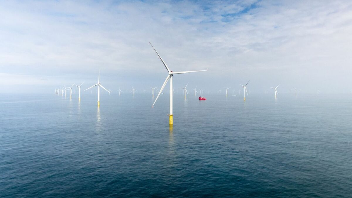 UK clears extensions to seven offshore windfarms