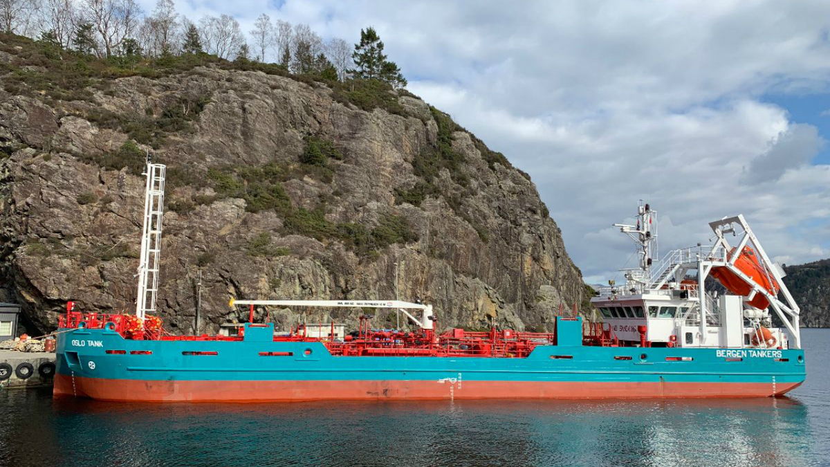Oslo Tank, a fuel oil bunker vessel, will be converted to an LNG bunker vessel