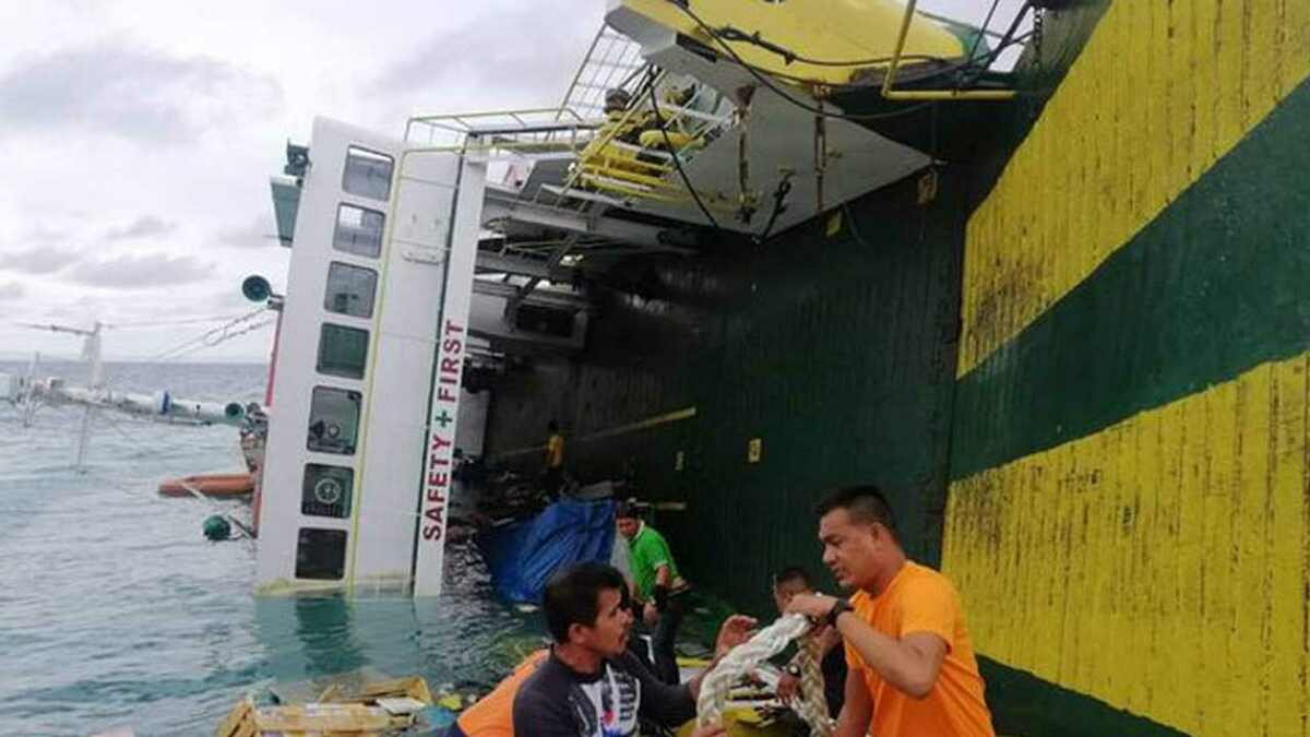 Philippines ferry capsized in port and passengers were saved (source: Philippines Coast Guard)