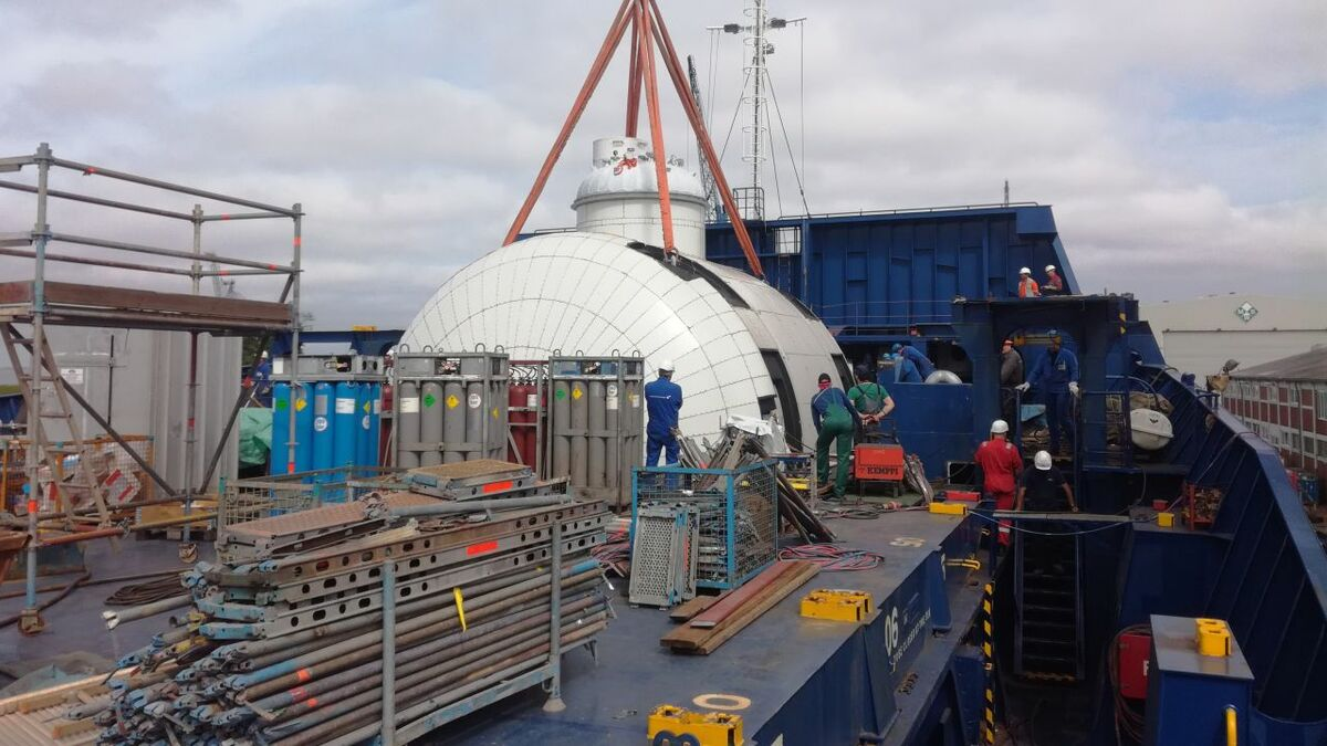 Retrofitting Wes Amelie with an LNG tank and fuel gas system