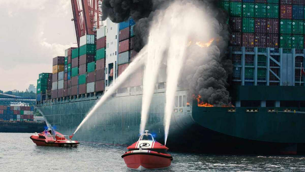 RALamander 1600 vessels work in tandem to combat port container ship fires