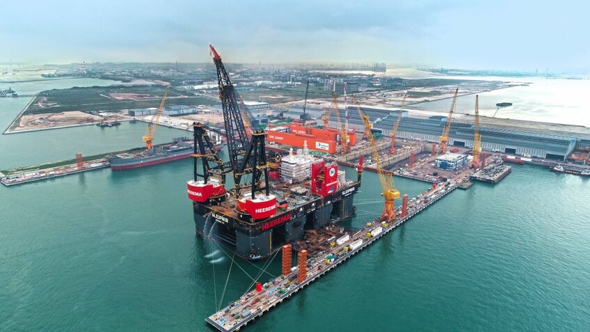 Outfitted with two tub-mounted cranes, Sleipner can make lifts of 20,000 tonnes